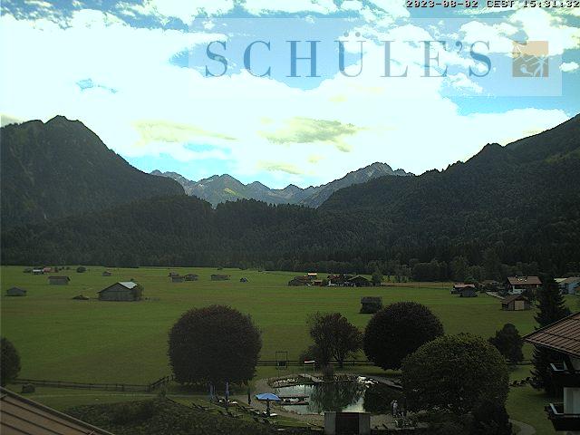Webcam Allgäu - Oberstdorf - Blick auf das Bergpanorama (Richtung Süden) mit Blick auf Himmelsschrofen. Das Bild wird bereitgestellt von SCHÜLE`S Gesundheitsresort & Spa Ludwigstraße - Südlicher Ortsrand
